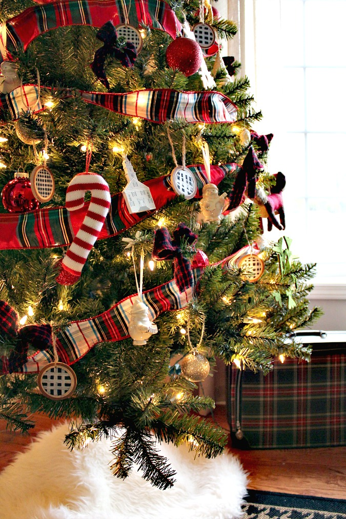 diy plaid bows from an old flannel shirt i purchased a red and black plaid flannel shirt at goodwill and i cut it all apart and used every last bit of it - Red And Black Plaid Christmas Decor