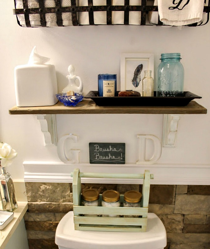 DIY Wooden Pallet Shelf