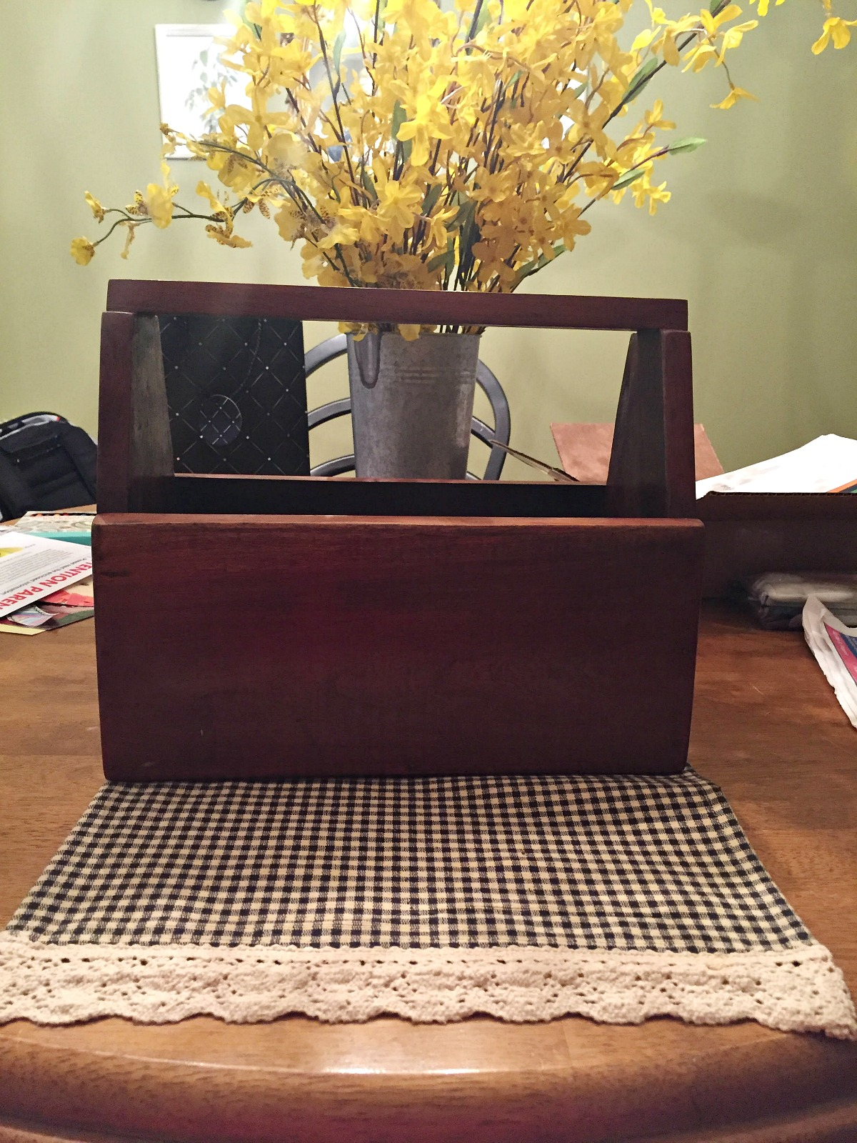 how to Turn an old toolbox into a centerpiece