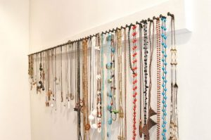 Welcome to Clean and Tidy Friday, today I want to share some ways to organize your jewelry collection with 15 jewelry organization ideas.