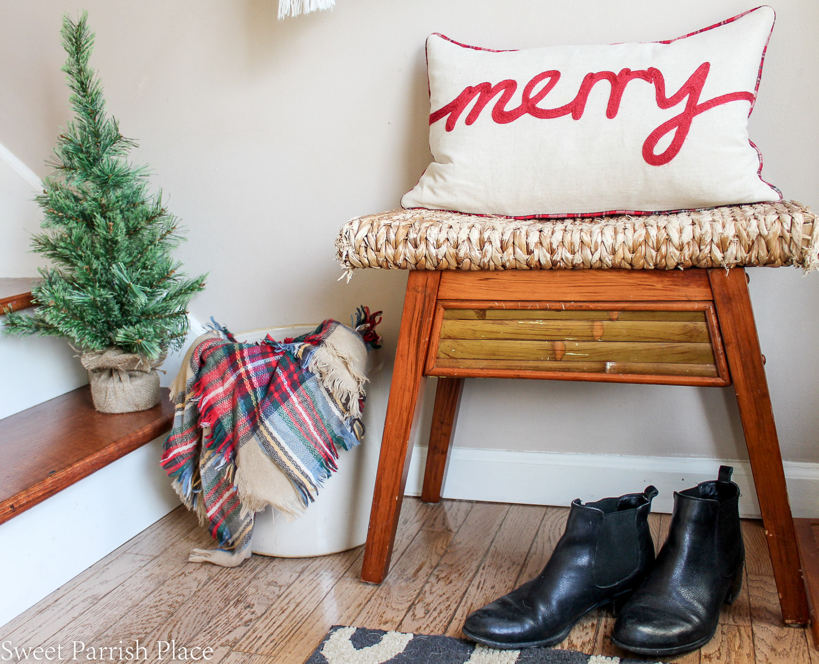 boho chic Christmas entryway 2