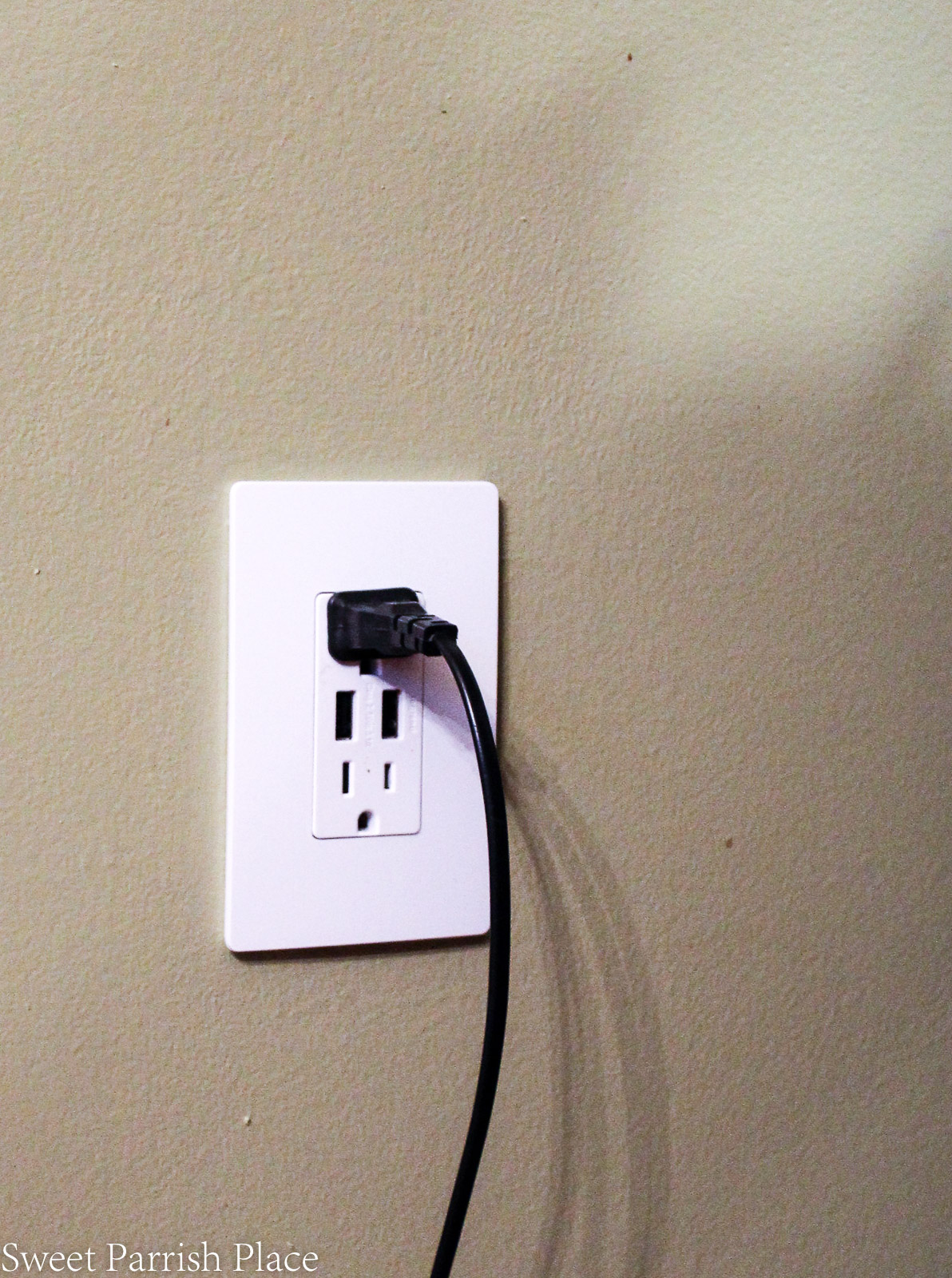 Legrand radiant collection electric outlet and wall plate