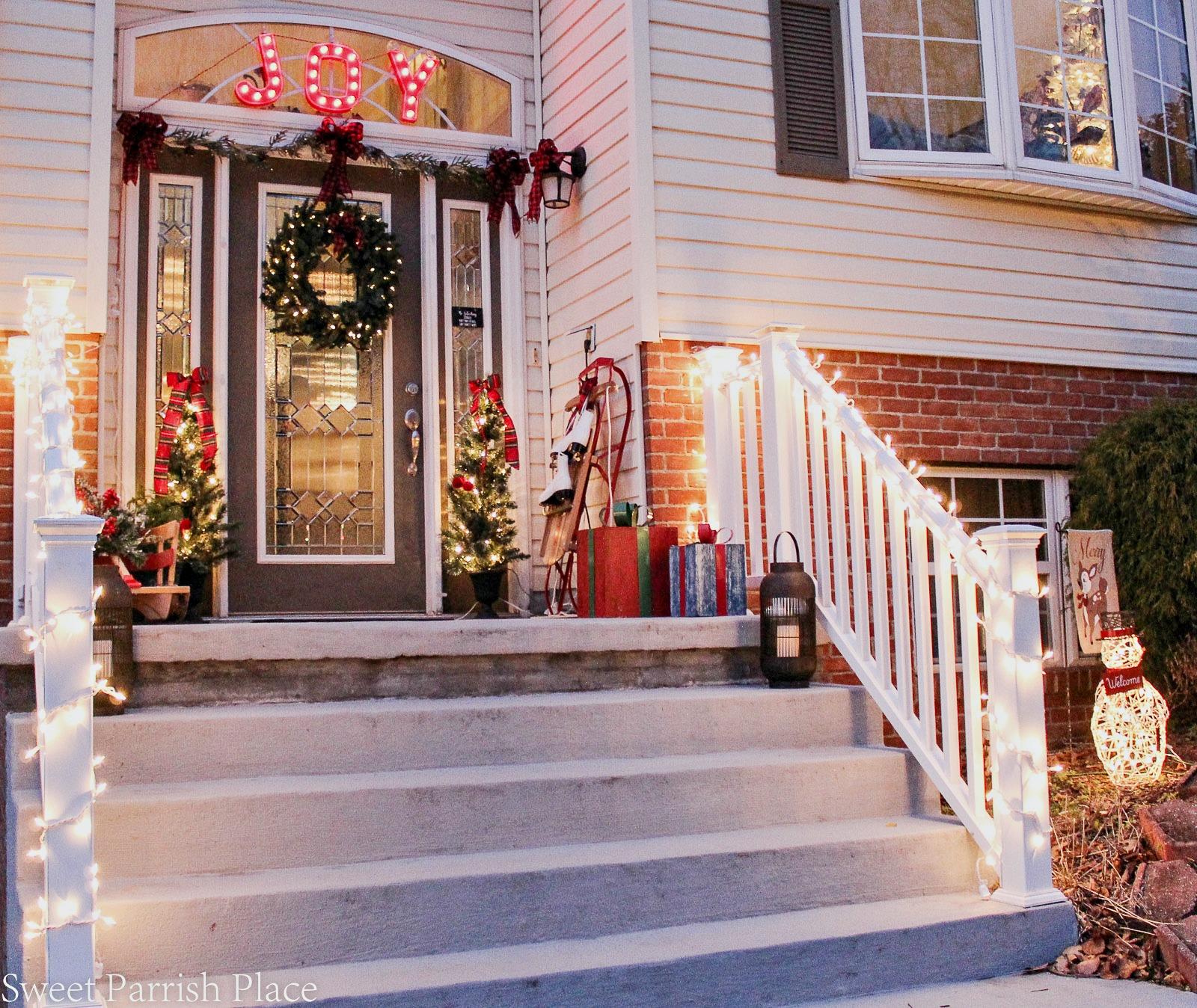 Christmas decor for the front stoop
