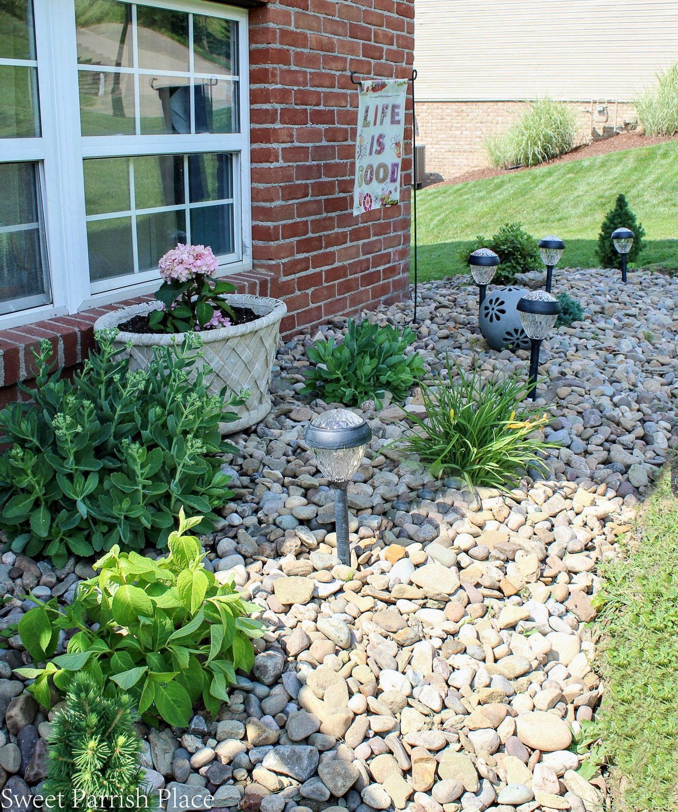 landscaping with river rock instead of mulch