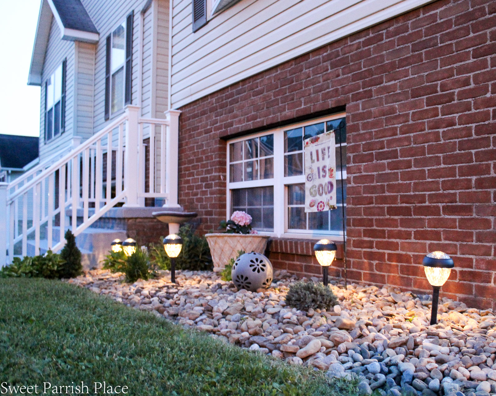 solar lights in landscaping