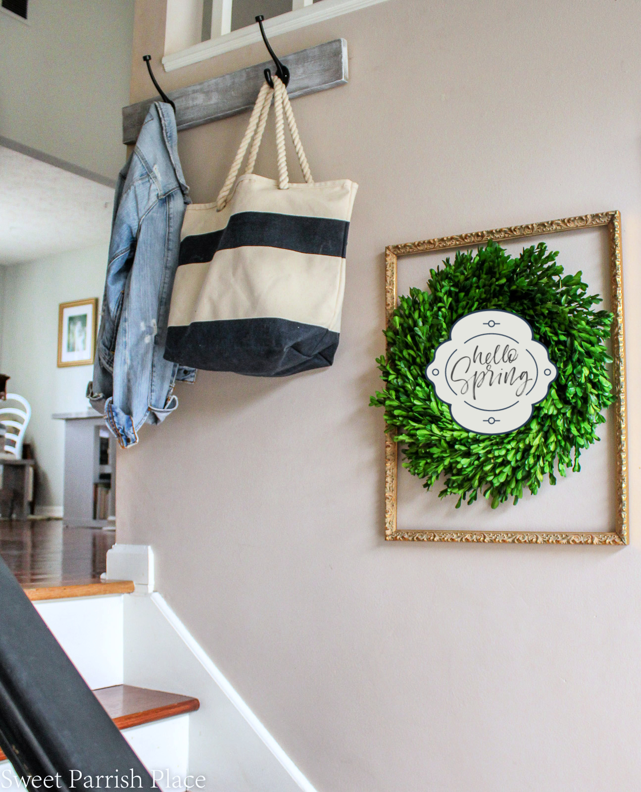 2019 Spring Entryway boxwood wreath