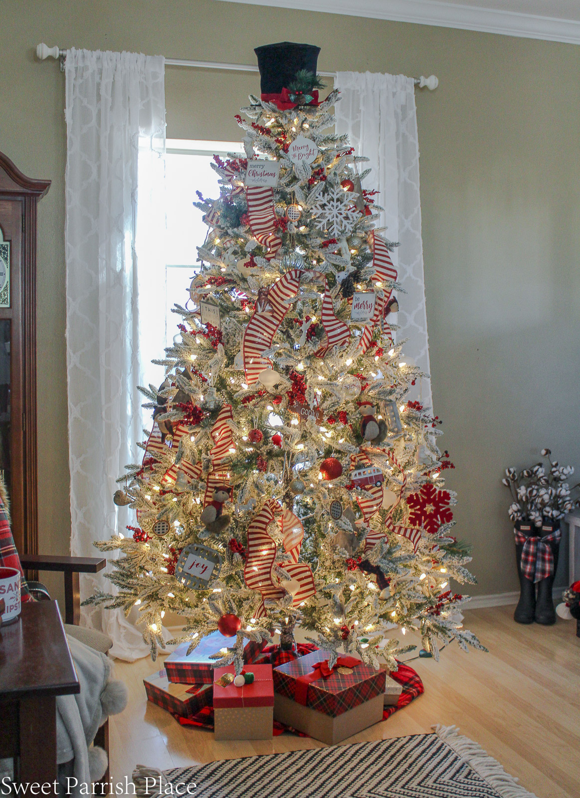 prairie house christmas tree with gifts underneath