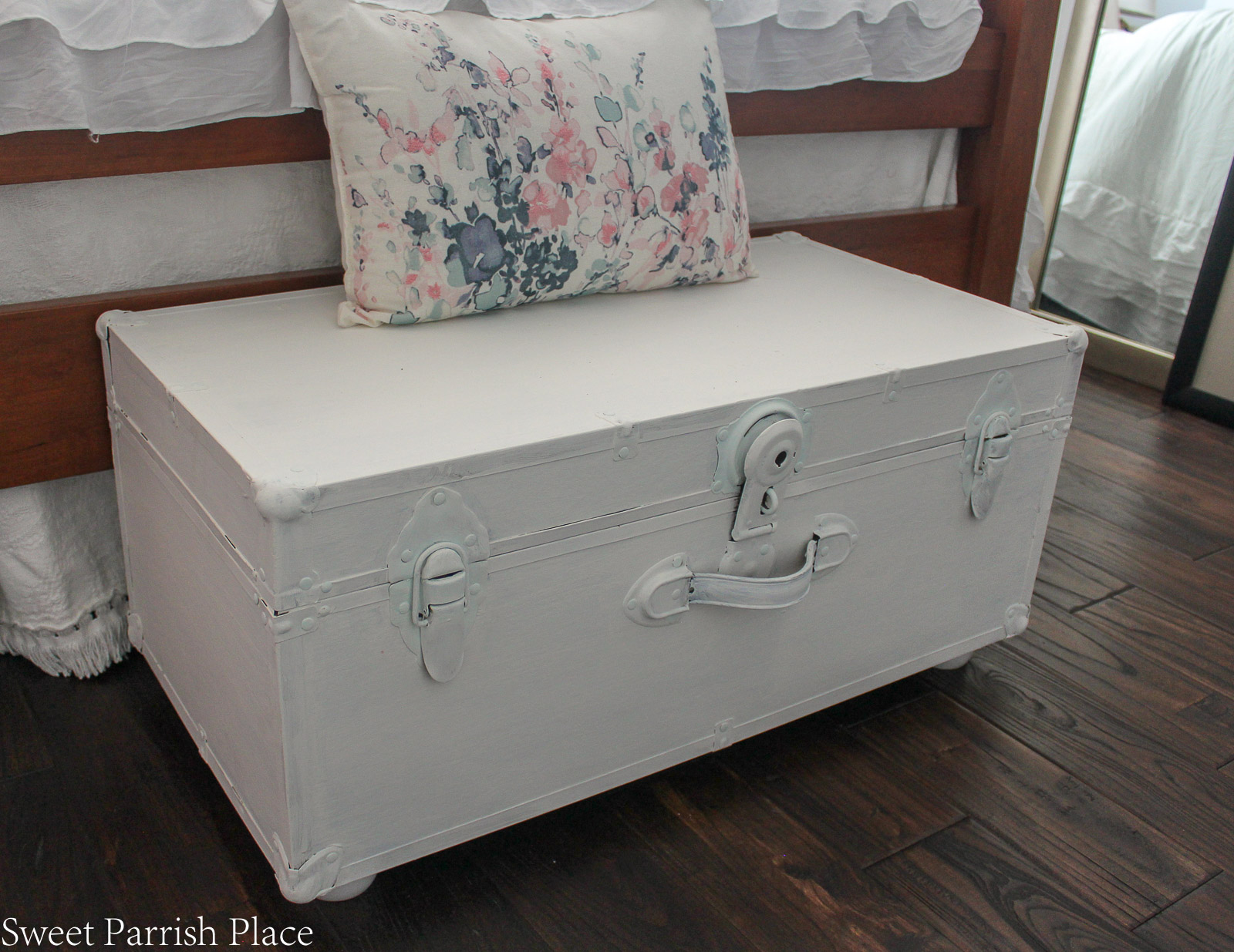 Vintage Steamer Trunk Makeover featured image
