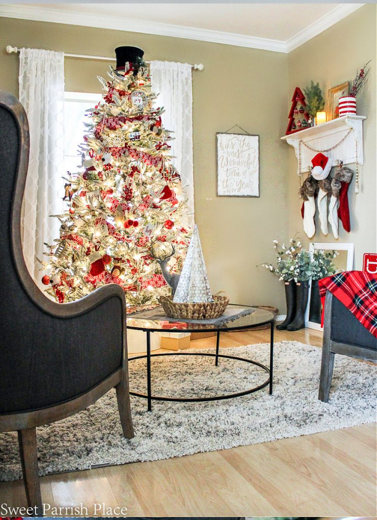 view of cozy and casual Christmas tree with Christmas sign on wall