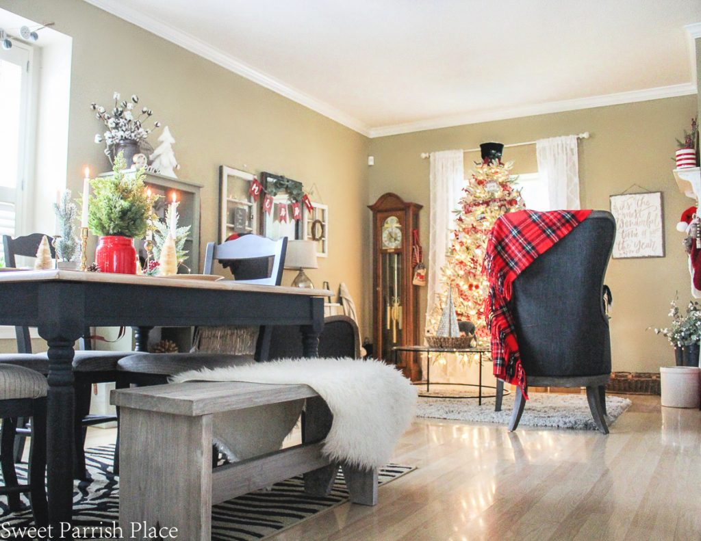 casual and cozy Christmas tour dining room and sitting room