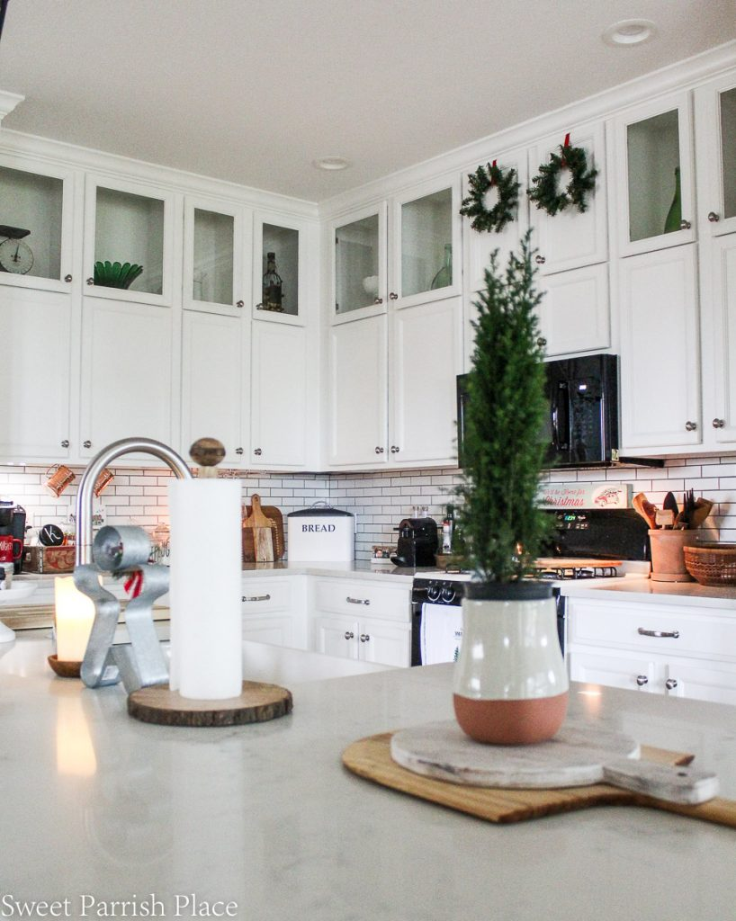 cozy and casual Christmas tour- kitchen island